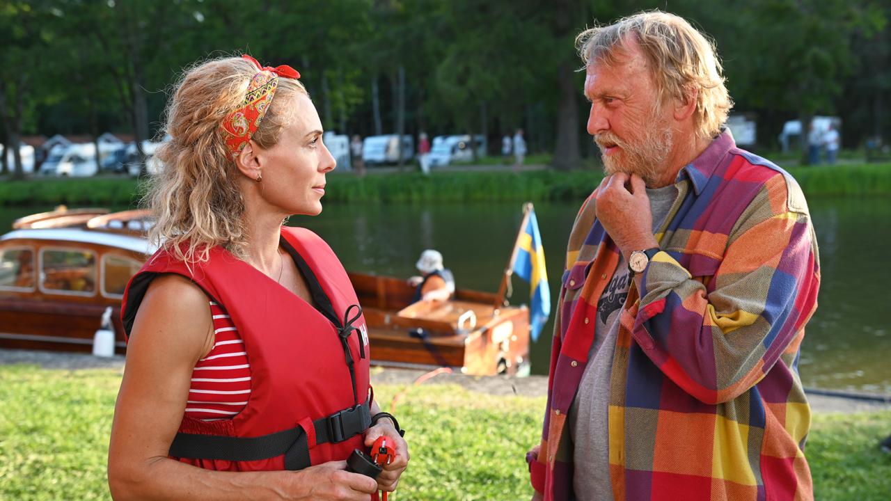 Eva Röse and Tomas von Brömssen on set